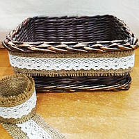 Плетеная корзинка из домотканым кружевом ручной работы