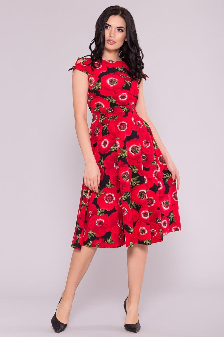 Красивое платье с вырезом на спине