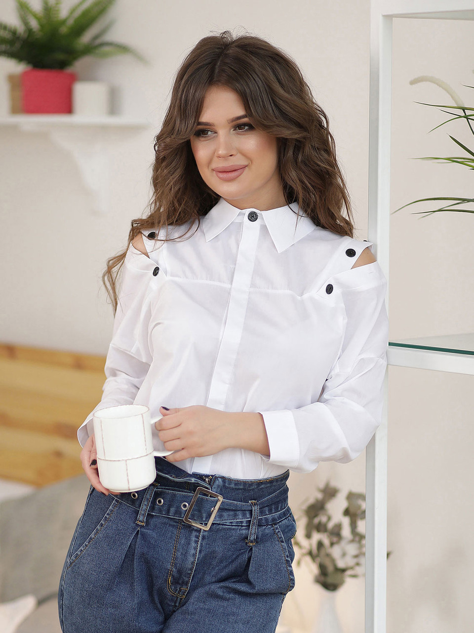 Белая Рубашка со спущенным плечом