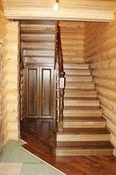 Деревянная лестница из массива