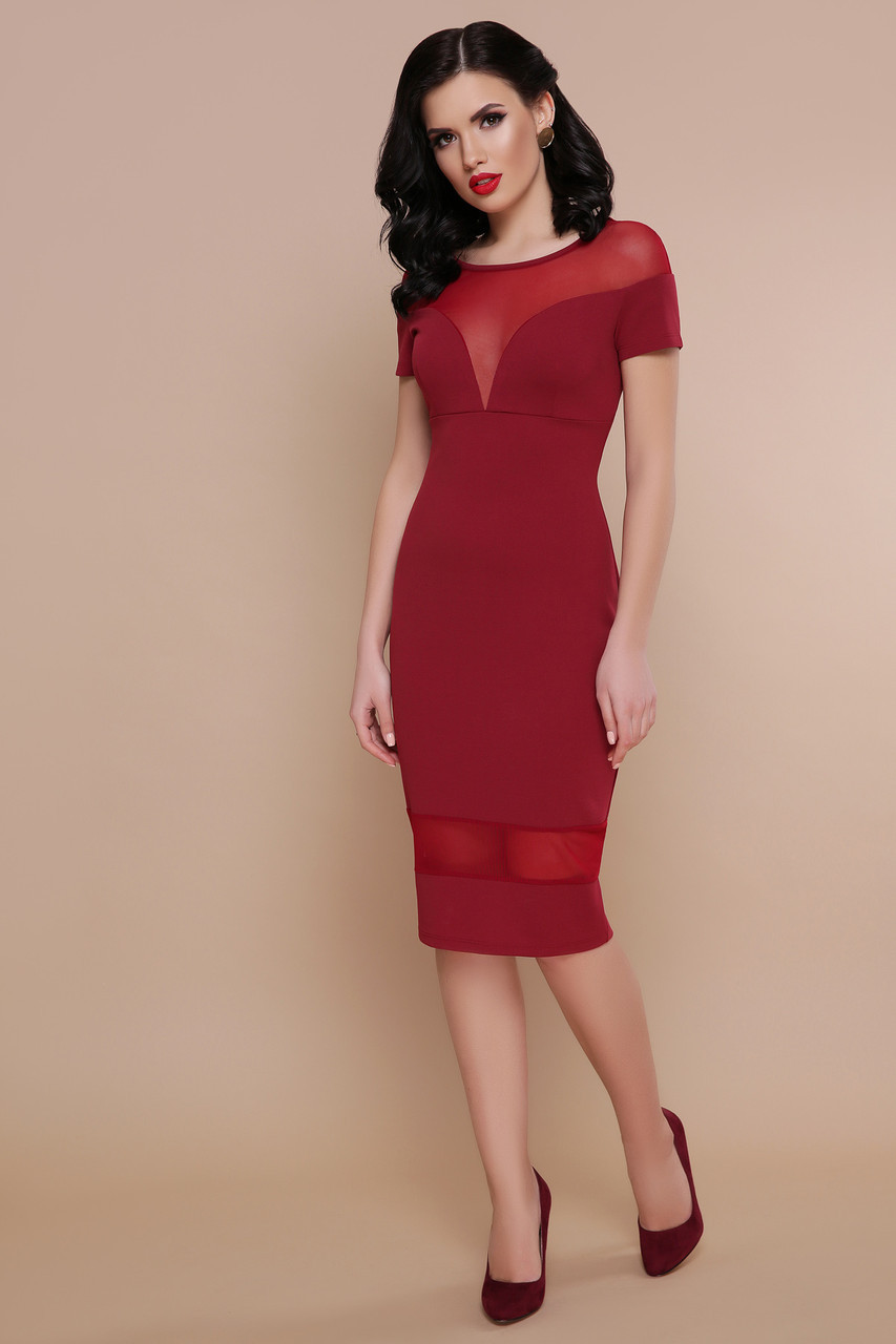 Облегающее красное женское платье