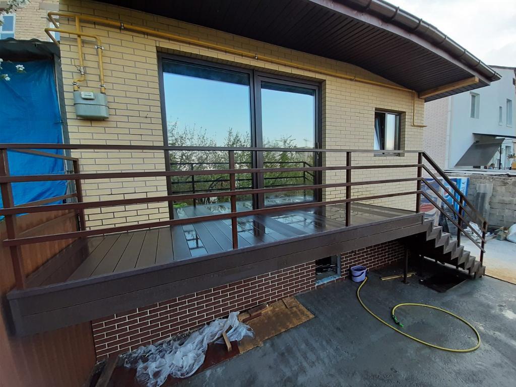 Террасная доска WOODMART Premium. Балкон и лестница в частном доме в г. Киев.
