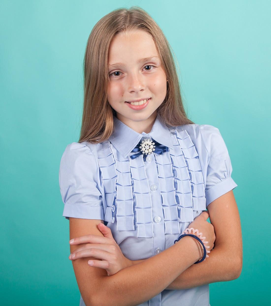 Школьная блузка  с декором рюшами-плиссе мод. 5178к голубая