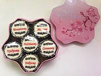 Подарочные наборы из 6 конфет в красивой коробочке.