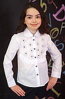 Блузка  с вышитыми ромашками
