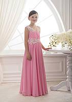 Нежное, длинное детское платье с вертикальной драпировкой и аппликацией на декольте