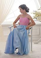 Нежное детское платье двух тонов с широким, обшим жемчугом поясом