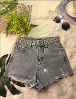 Женские джинсовые шорты с розовым карманом