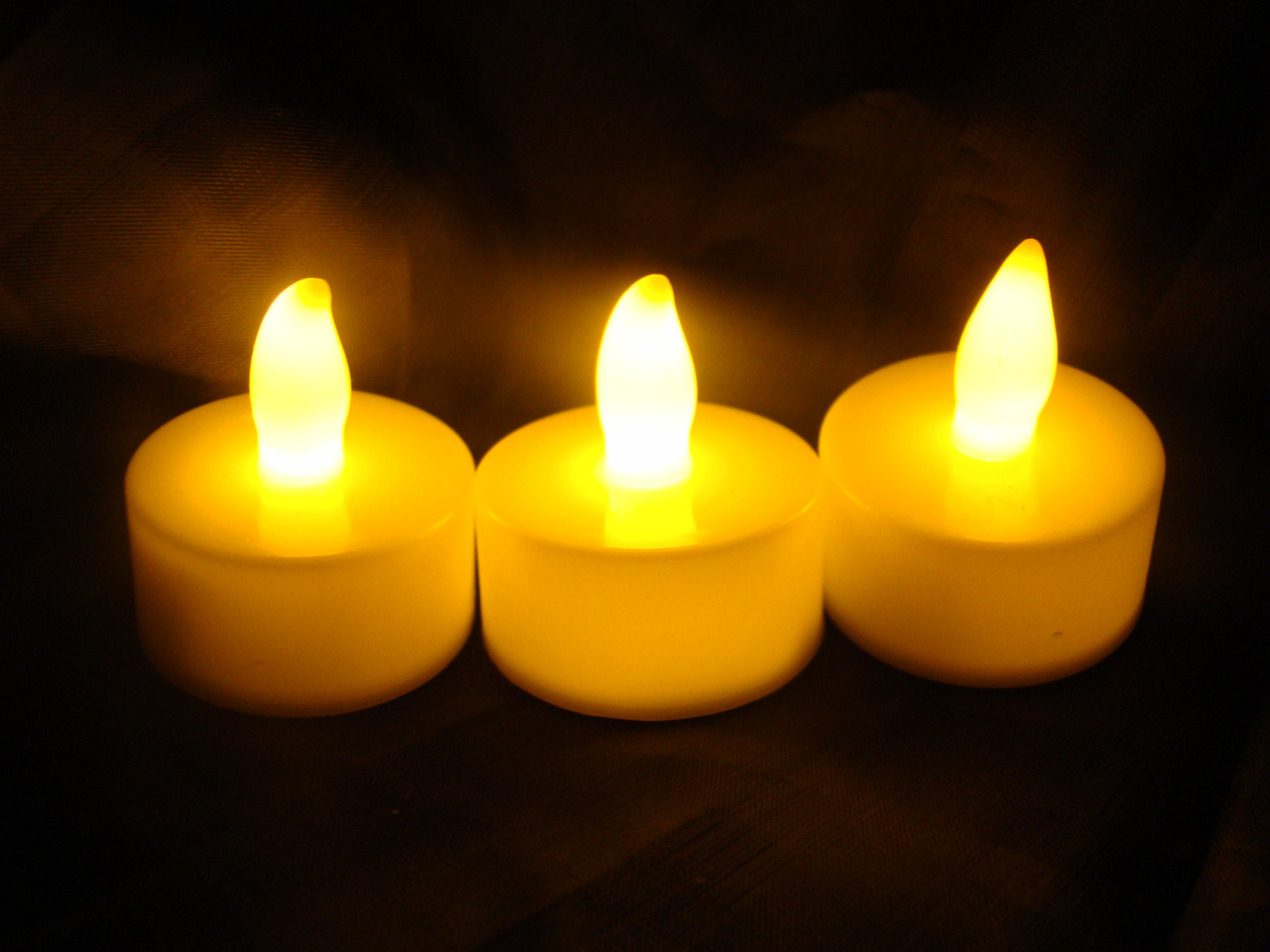 Led свічка  3*1.8 см  . з батарейками    Жовте   світло. Чайна свічка