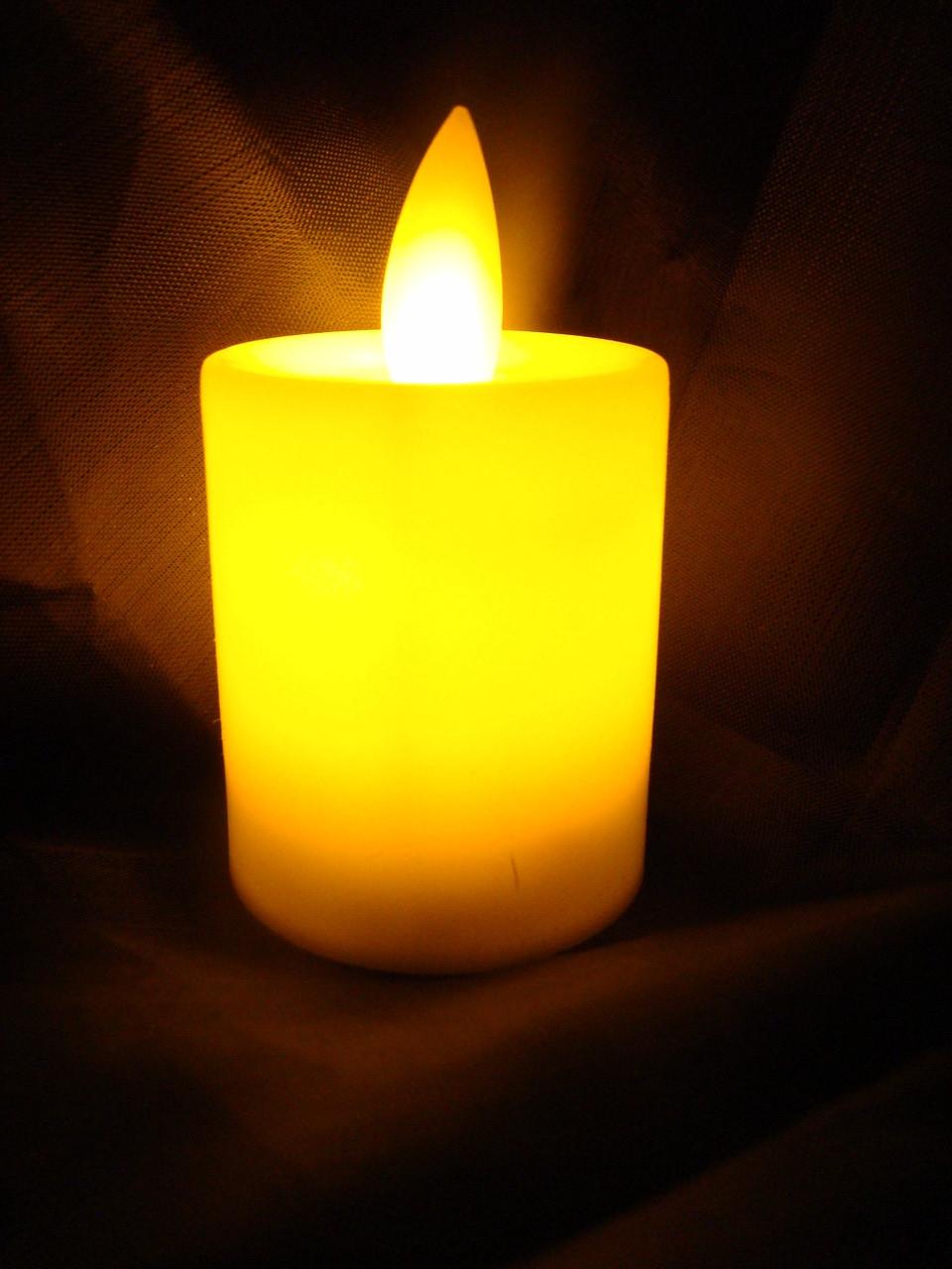 """Led свічка  5,5*3,5 см з  мерехтливим полум'ям , Світло  жовте """"White""""  , з батарейками"""