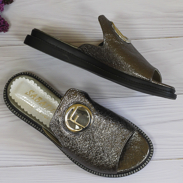 Женские шлепанцы кожаные серебристые