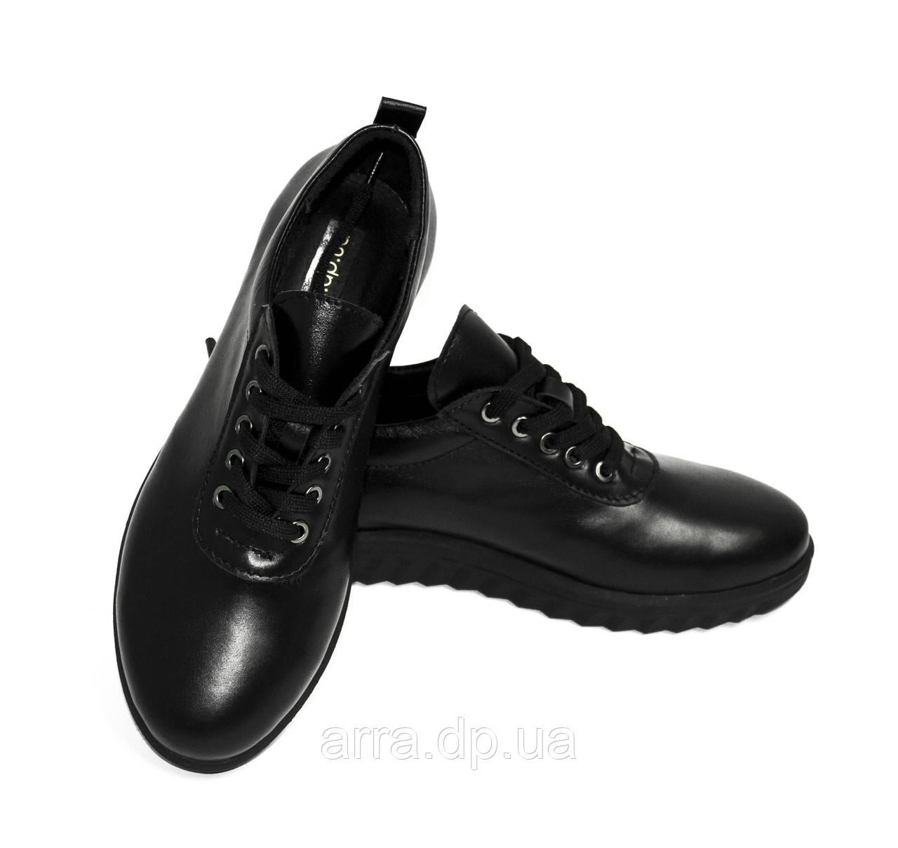 Черные кожаные туфли на шнурках