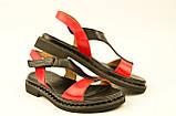 Женские босоножки сандалии низкий ход красные из кожи и замши от производителя KARMEN, фото 3