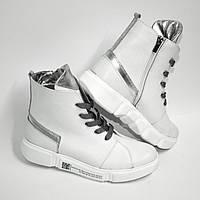 Белые кожаные ботинки с серебряными вставками на спортивной подошве