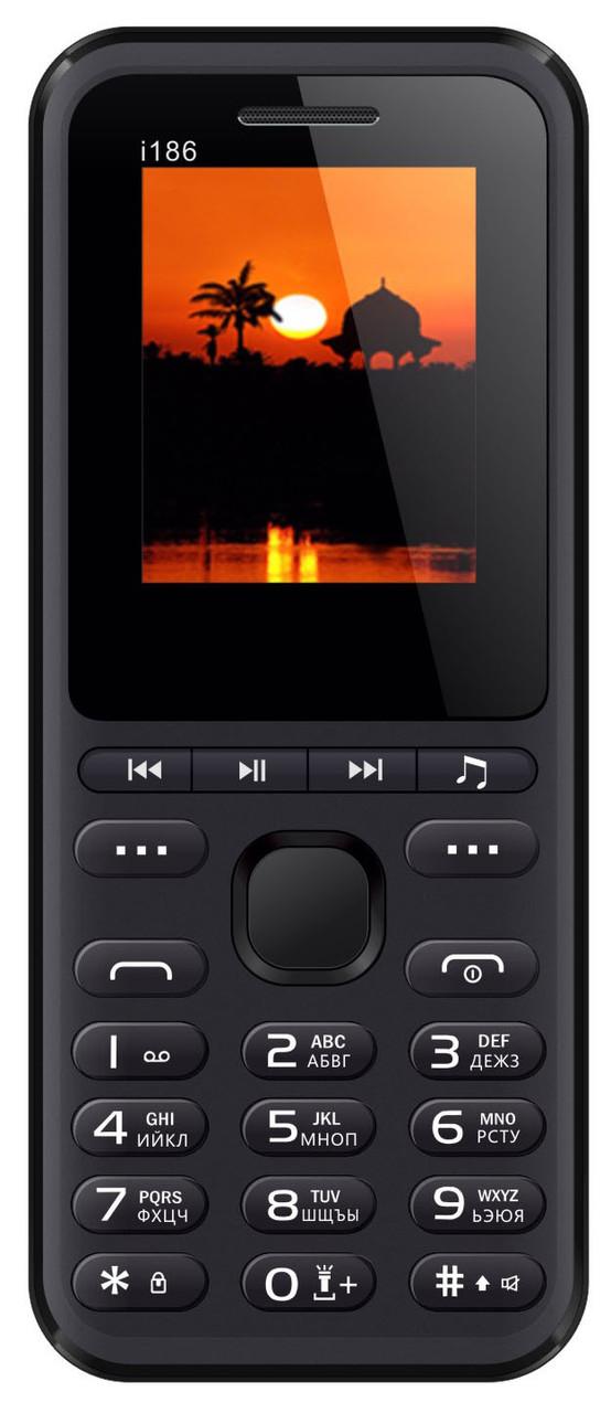 Кнопочный мобильный телефон Nomi i186 Black