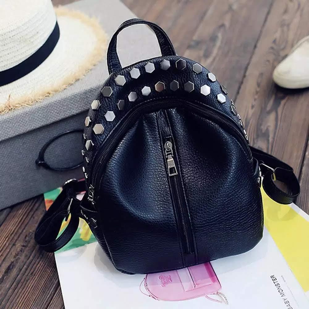 Женский мини рюкзак Ривьет с заклёпками, чёрного цвета