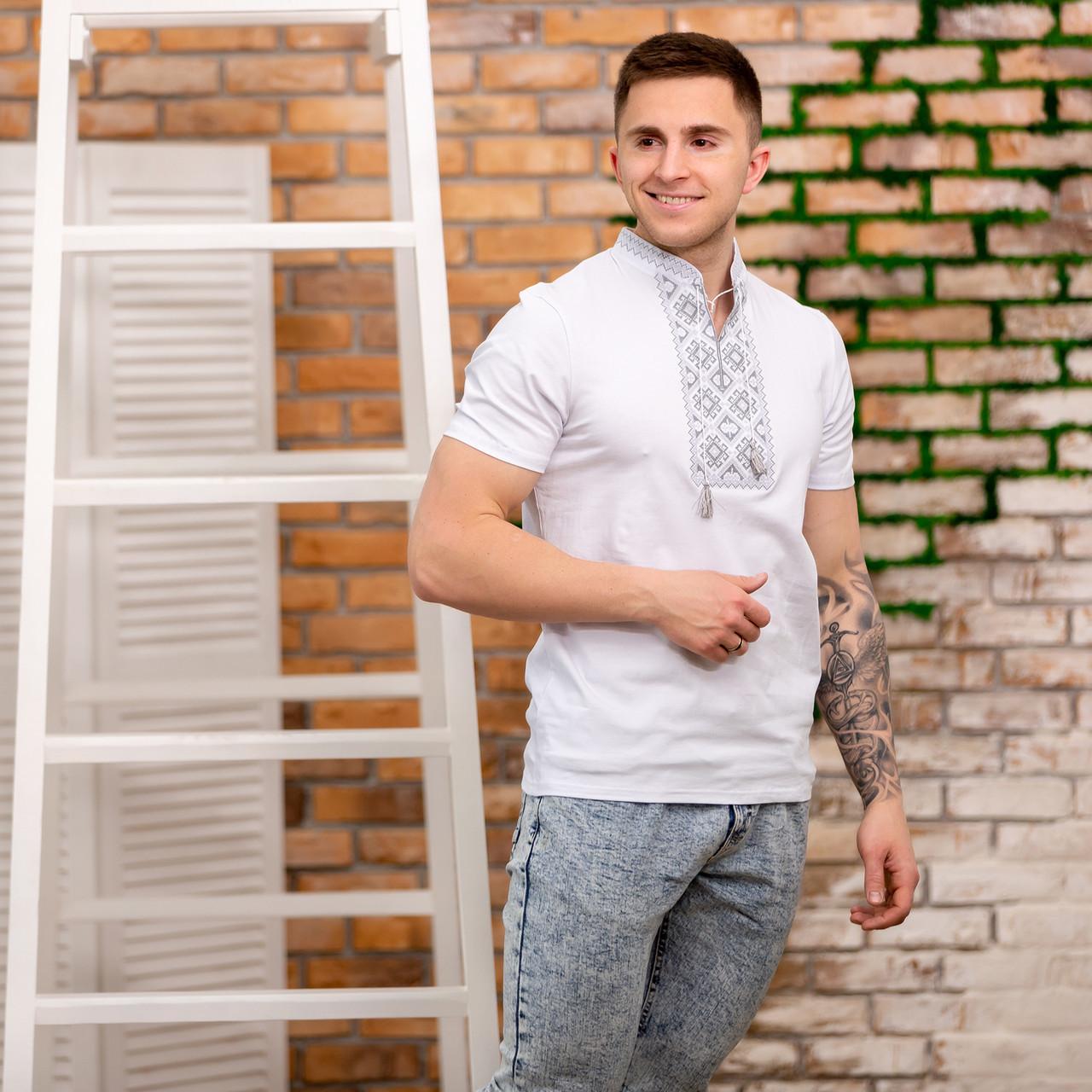 Мужская футболка с серебристой вышивкой крестом