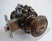 Дверная ручка с защелкой