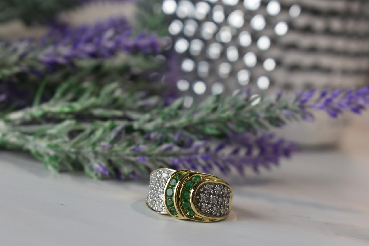 Серебряное кольцо в позолоте 925 пробы с Изумрудом и фианитами