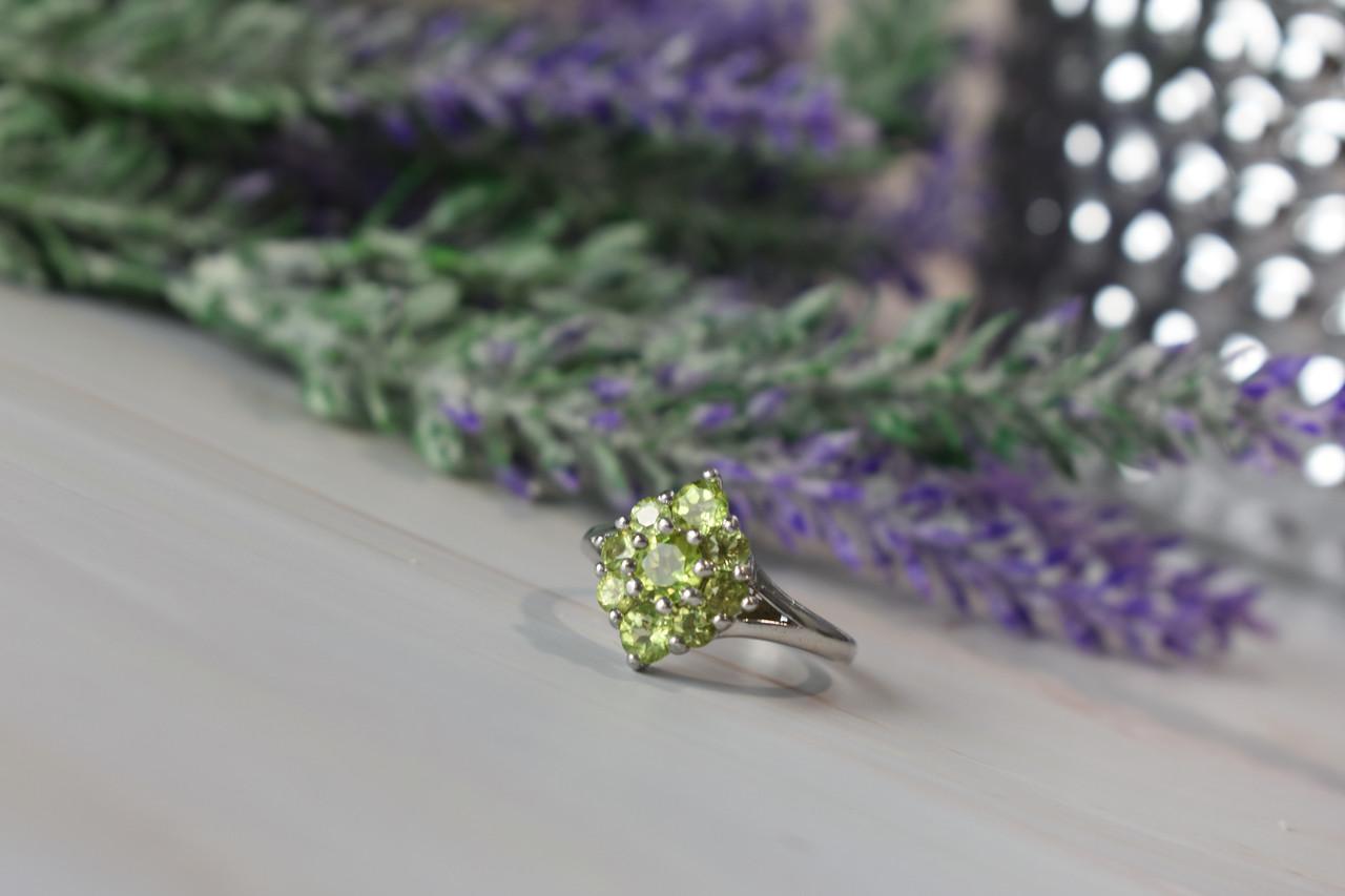 Серебряное кольцо 925 пробы с камнем Перидот / Хризолит