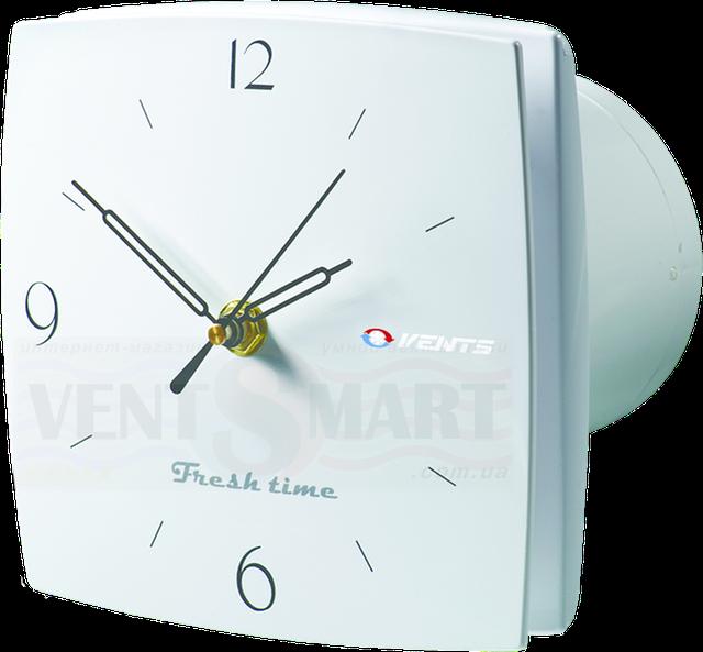 Внешний вид (фото, изображение) декоративного вытяжного вентилятора с часами Vents LD Фреш тайм с арабским циферблатом. Вентилятор обладает привлекаельным и оригинальным дизайном ― передняя панель вентилятора является одновременно и кварцевыми часами, имеет малое энергопотребление, высокую продуктивность и низкий уровень шума. Модификации Вентс 100/125/150 ЛД Фреш тайм: с обратным клапаном, с двигателем на подшипниках, со шнурком, с реле времени, с реле влажности.