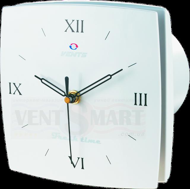 Фото декоративного вытяжного вентилятора ВЕНТС ЛД Фреш Р тайм с часами с римским циферблатом, часы выполнены на декоративной лицевой панели.