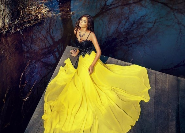 Шикарное платье с желтой шифоновой юбкой