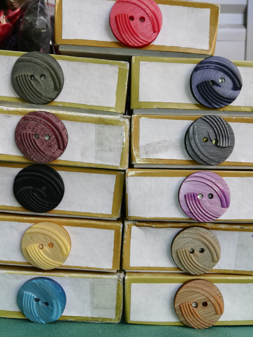 Пуговица PG706 №44/28мм (разные цвета)