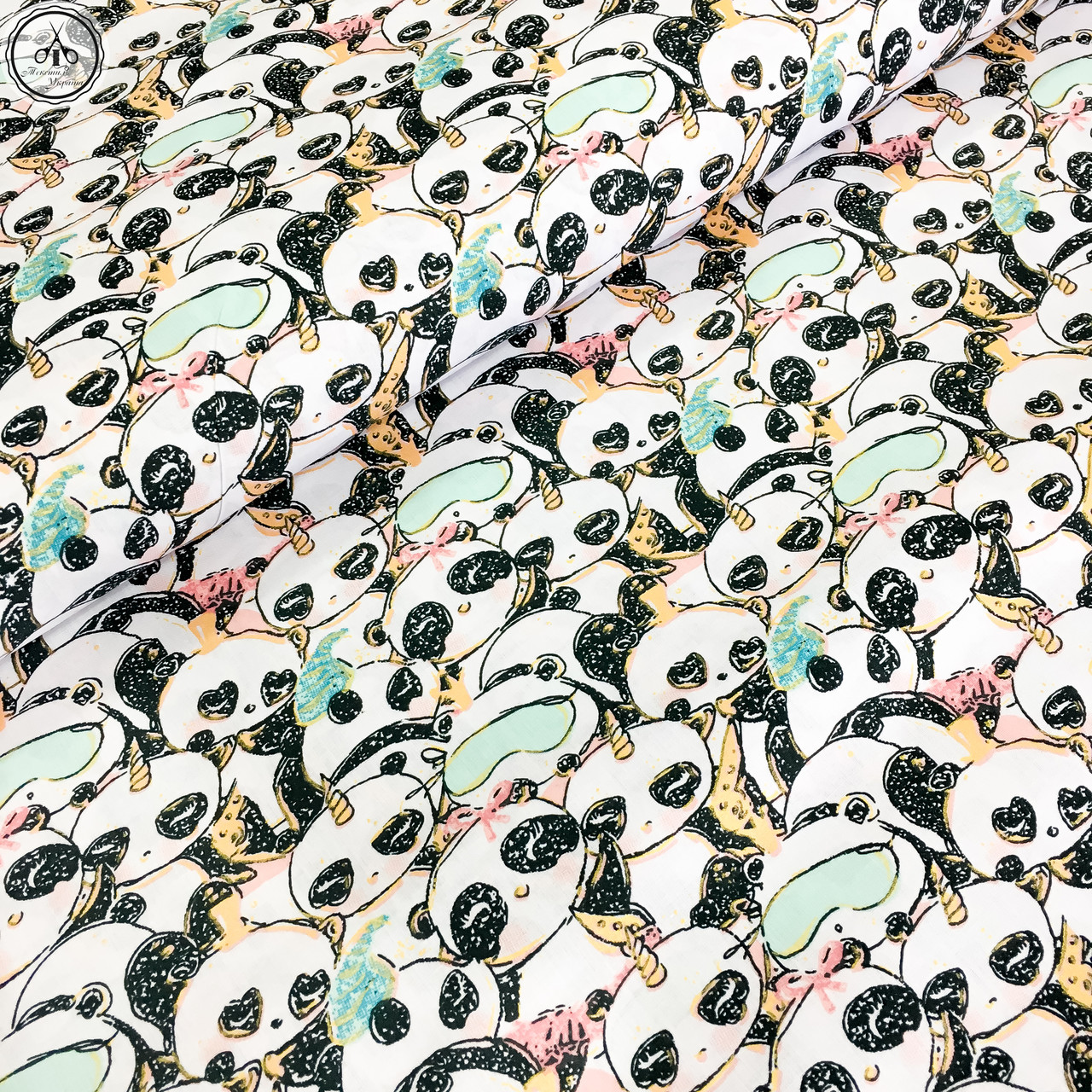 """Польская хлопковая ткань """"Панды-единороги с масками для сна (глиттер)"""""""