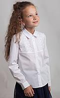 Белая блуза с кружевным декором р.134