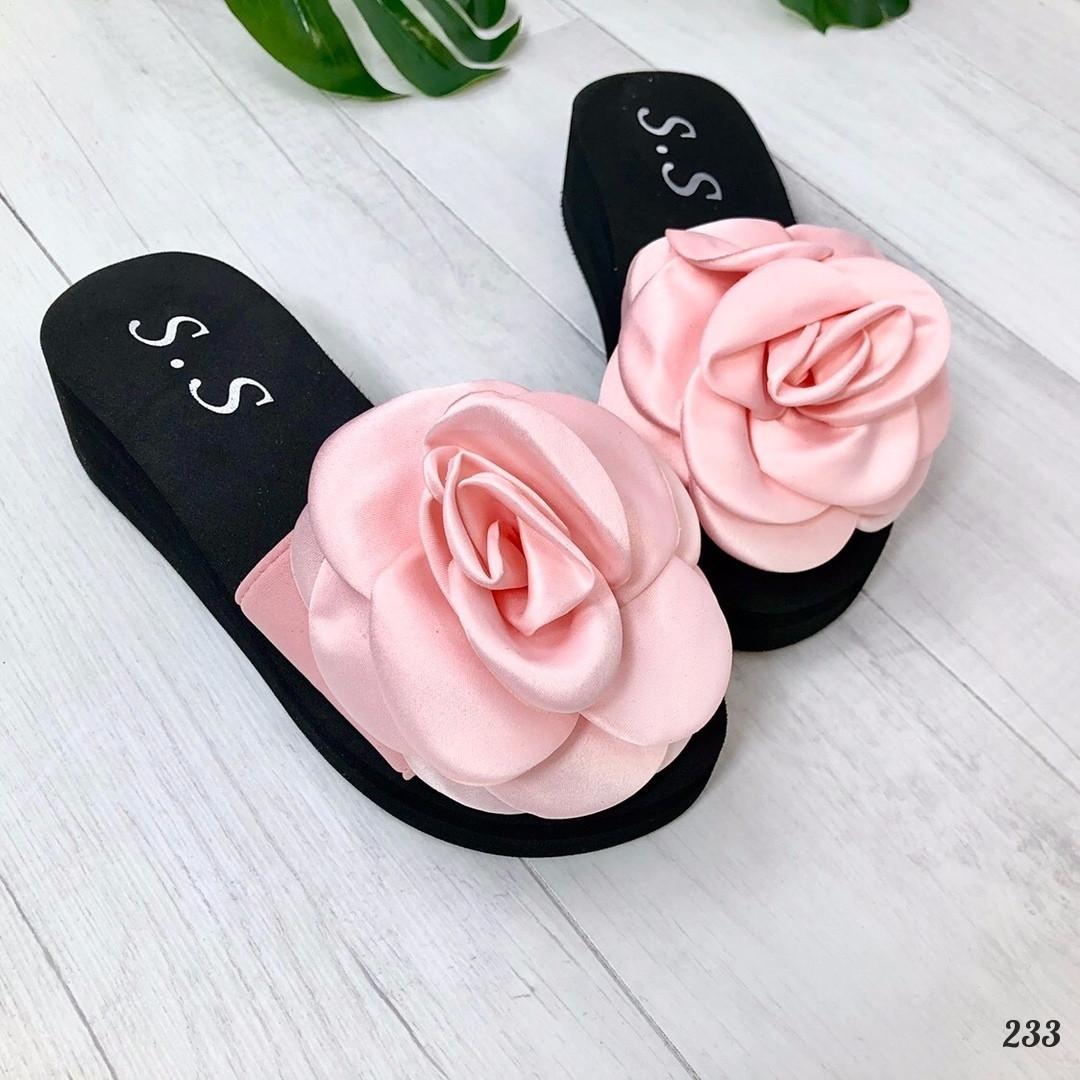Шлепанцы Rose на платформе розовые. Шлепанцы цветок