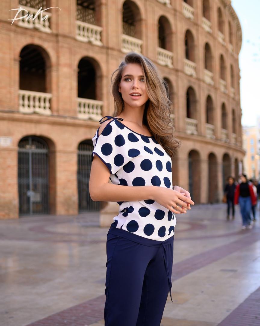 Костюм брюки +блуза 42- 44, 46- 48   синий низ +верх горох. синий низ+верх полоска .синий низ + цветок