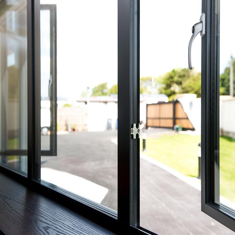 Поворотно-откидные алюминиевые окна