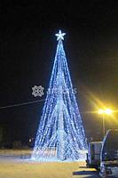 Украшение уличной елки к новому году, подсветка деревьев, кустарников гирляндами