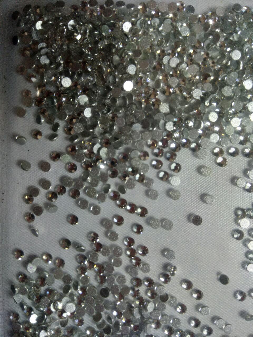 Стразы для дизайна ногтей 100штук 3размер серебро