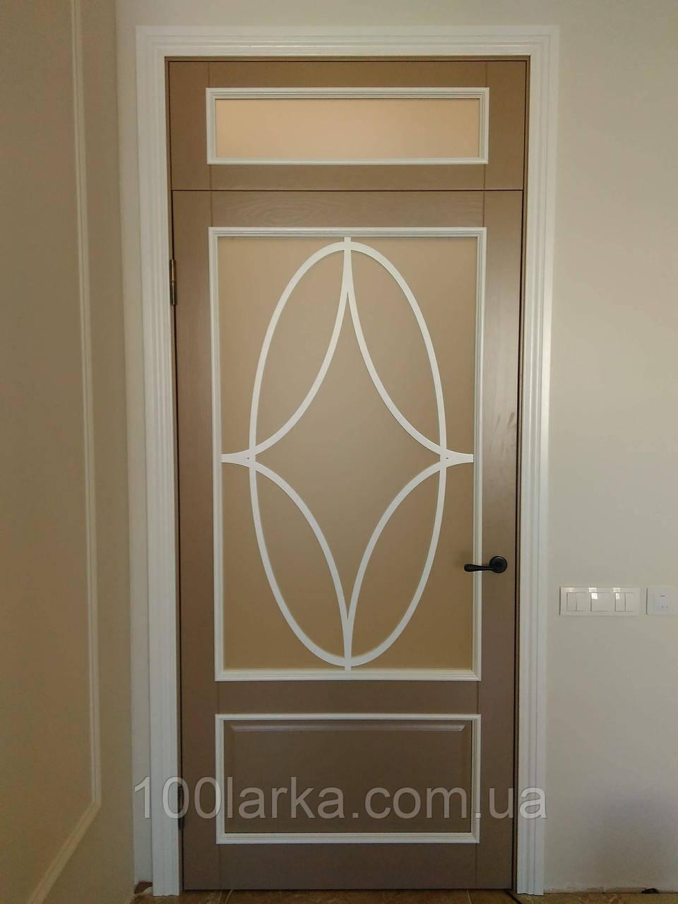 Двери межкомнатные деревянные (ясень) крашенные.