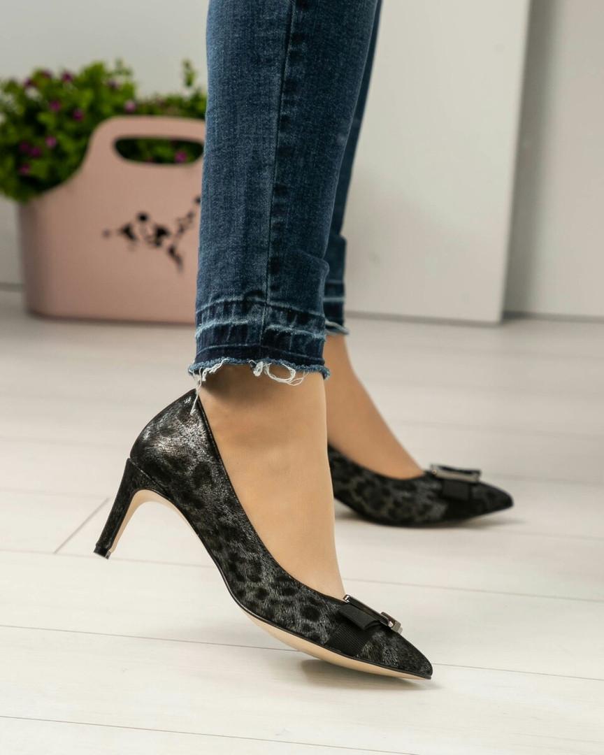 Туфли с пряжкой  с тиснением