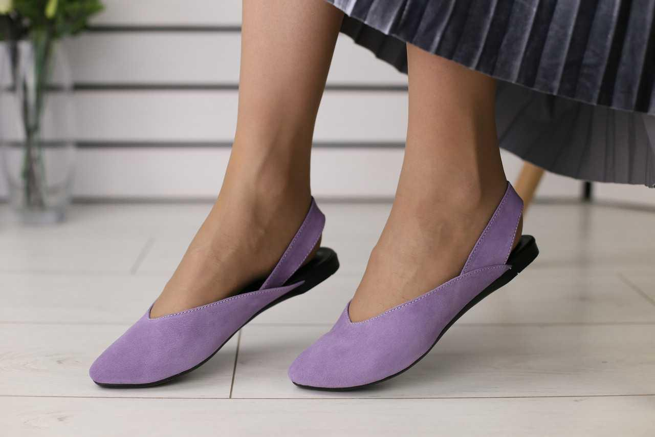 Замшевые женские босоножки удобные модные на низком ходу с закрытым носком (фиолетовые)