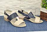 Босоножки женские кожаные на невысоком каблучке, цвет бежевый/черный, фото 4