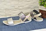 Босоніжки жіночі шкіряні на низькому ходу, колір срібло/бежевий, фото 4