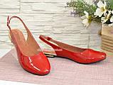 Жіночі лакові босоніжки із закритим носком і відкритою п'ятою, колір червоний, фото 3