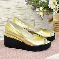 Туфли женские кожаные с открытым носком. Цвет золото, фото 1