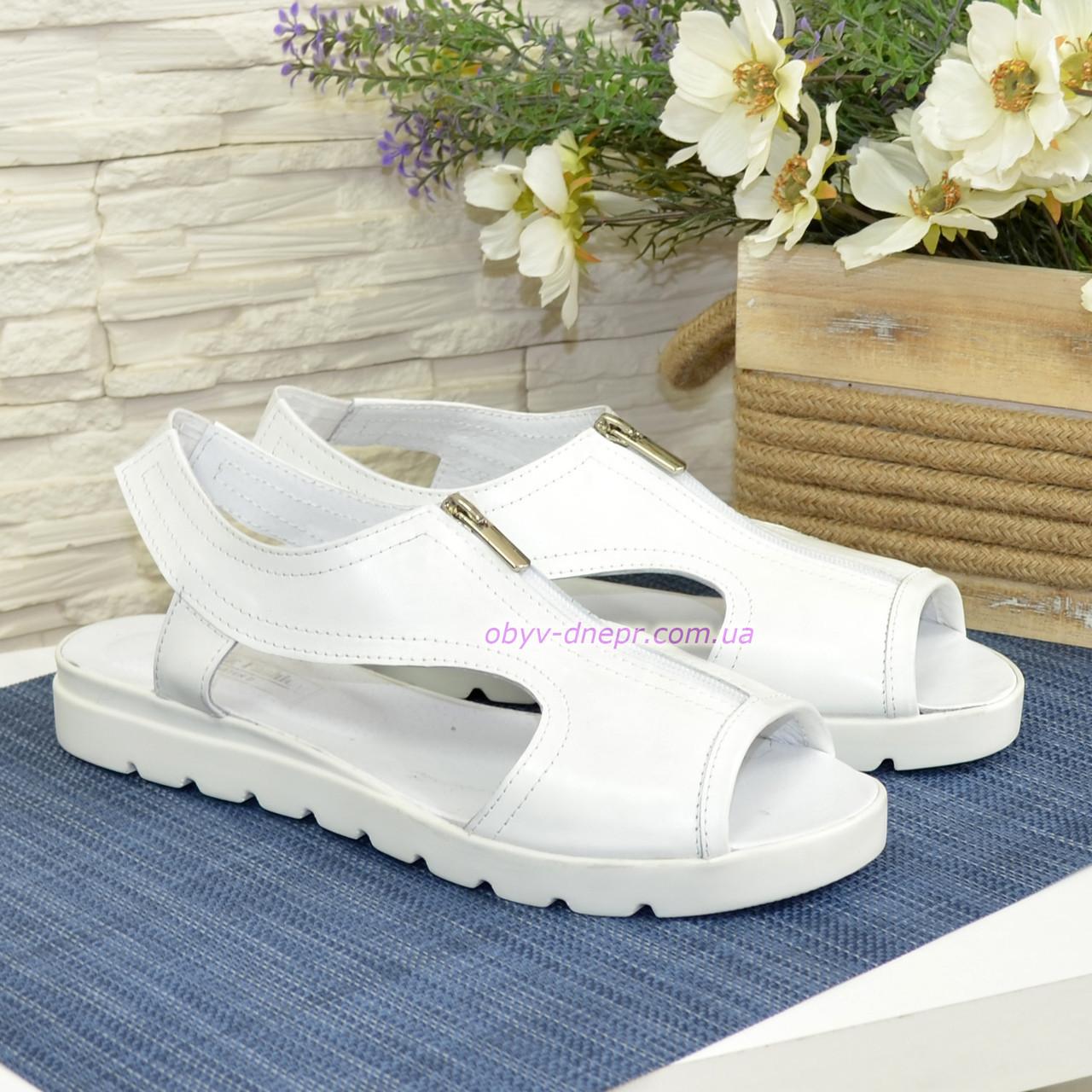 Женские кожаные белые босоножки на плоской подошве