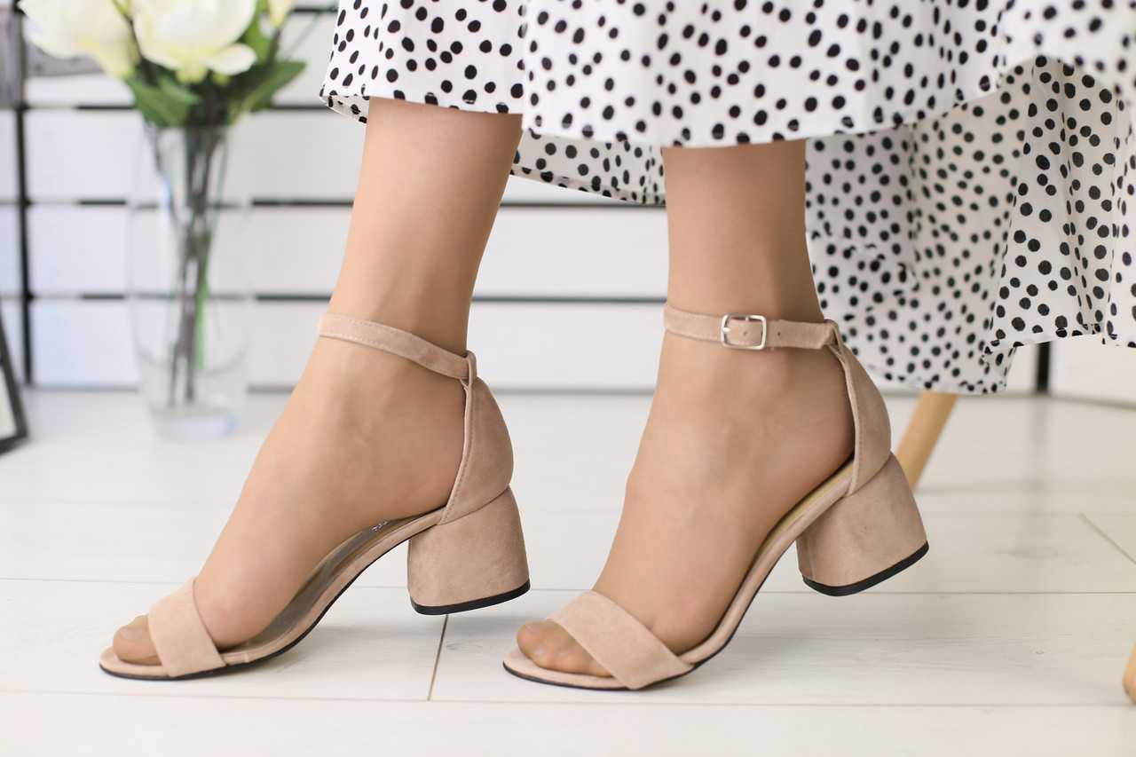 91e996e97aaa Босоножки женские замшевые классика модные стильные на низком каблуке в  бежевом ...