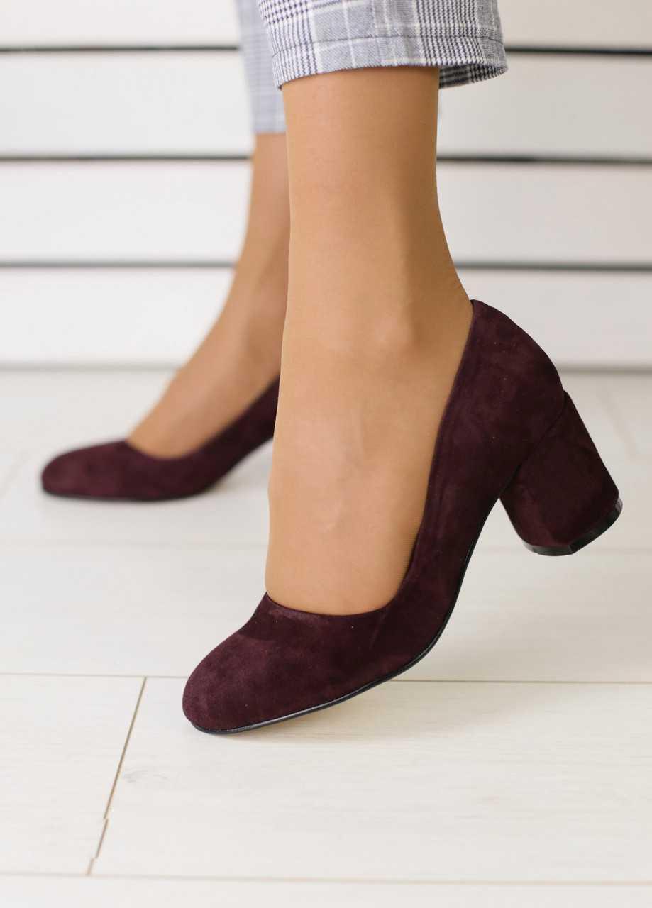 Женские туфли из натуральной замши классические удобные на небольшом каблуке в бордовом цвете