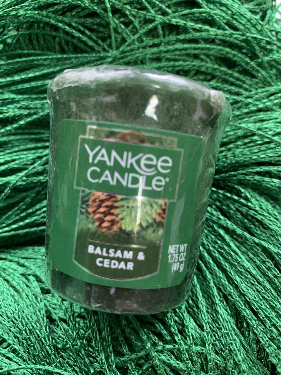 "Аромосвеча ""Хвоя и кедр"" Yankee Candle"