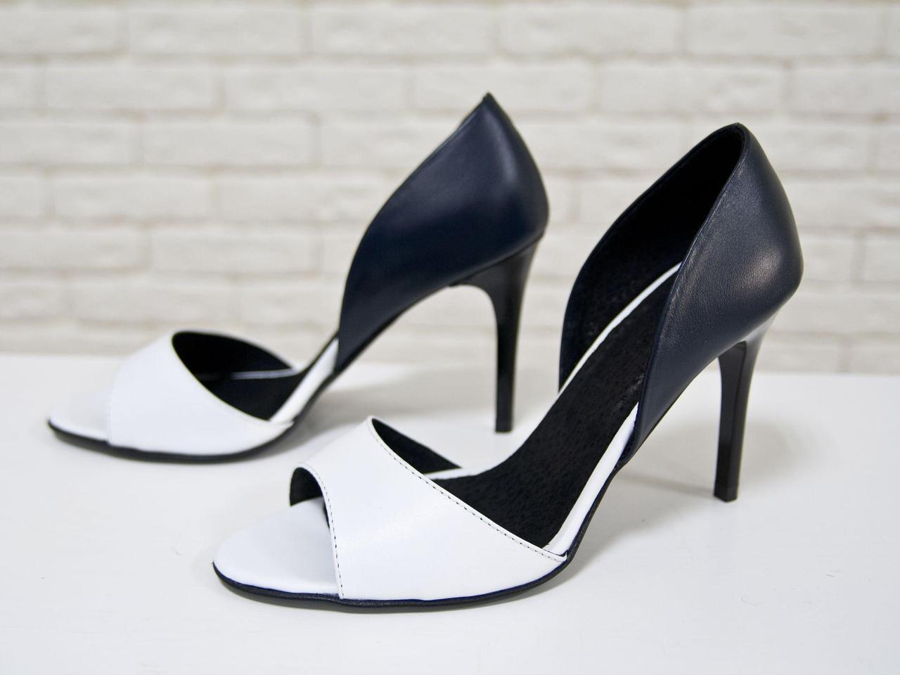 Босоножки из натуральной кожи белого и темно синего цвета на каблуке-шпилька, С-704