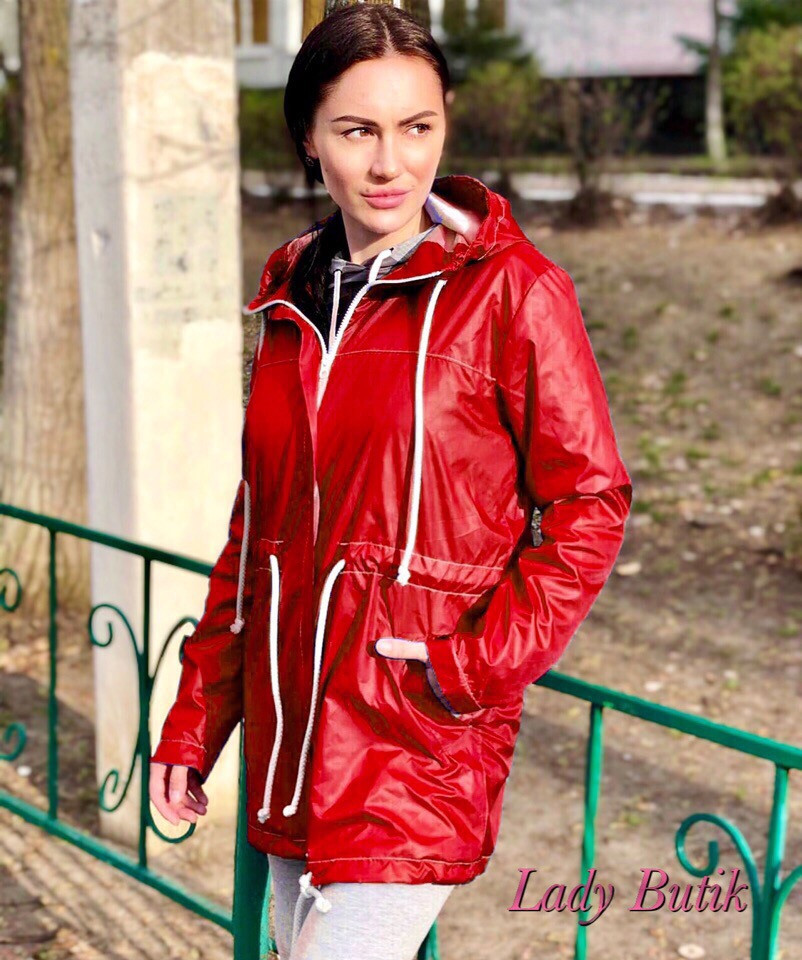 Женская плащевая ветровка с кулиской и капюшоном 380624