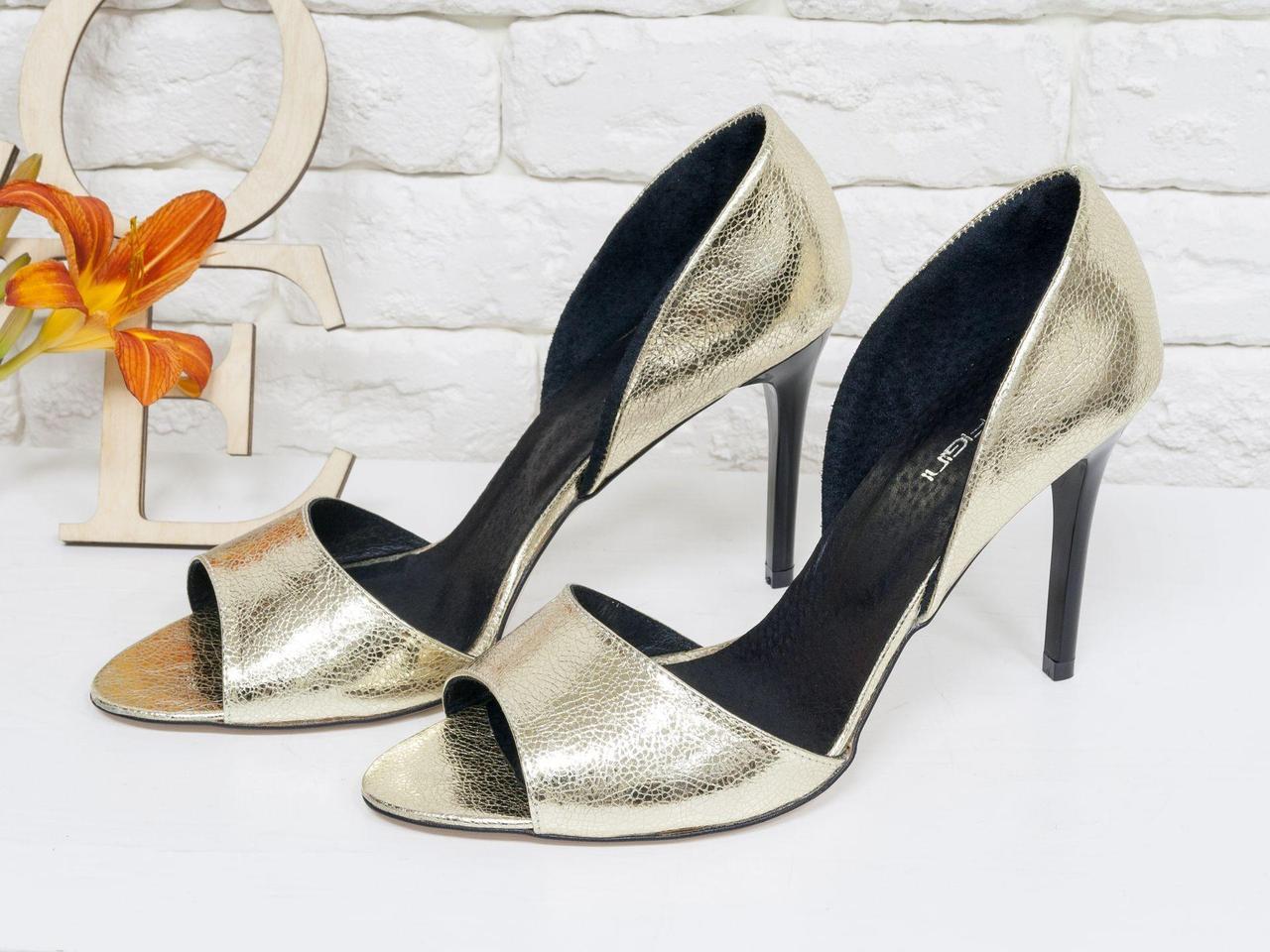 Золотые босоножки из натуральной кожи на каблуке-шпилька