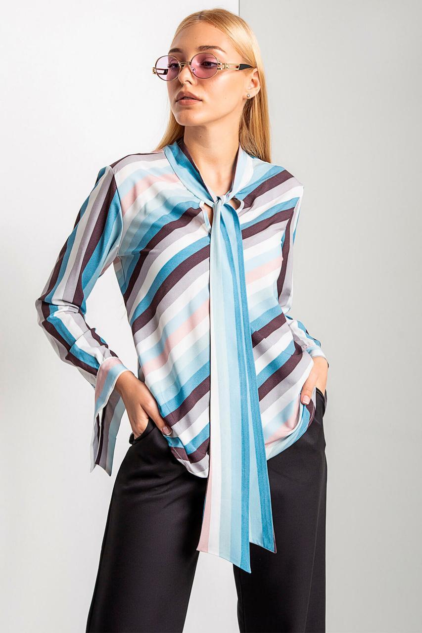 Полосатая блуза VALERIA с воротником аскот в голубых тонах